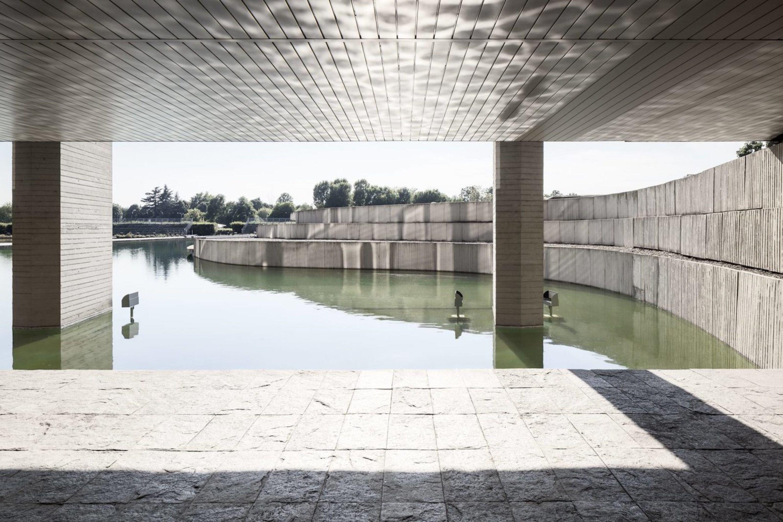 iGNANT-Architecture-Oscar-Niemeyer-Mondadori-HQ-005
