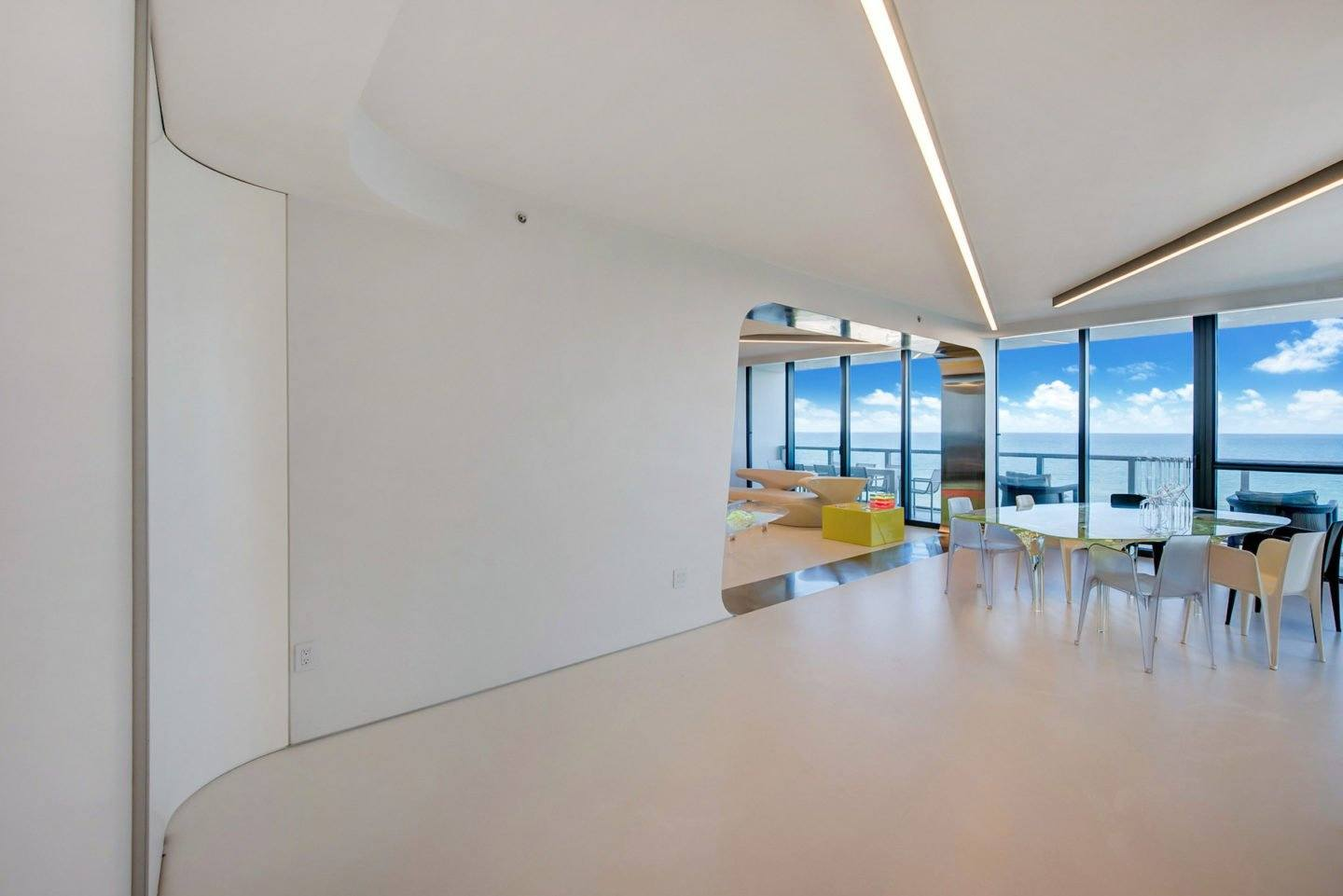 iGNANT-Architecture-Zaha-Hadid-Beach-Apartment-010