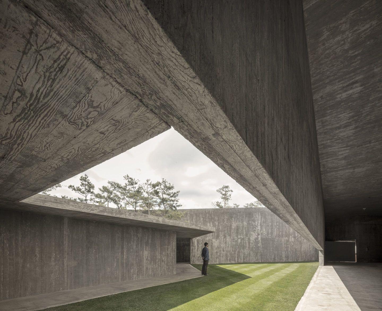 IGNANT-Architecture-Alvaro-Siza-Carlos-Castanheira-Art-Pavilion-Photographs-16