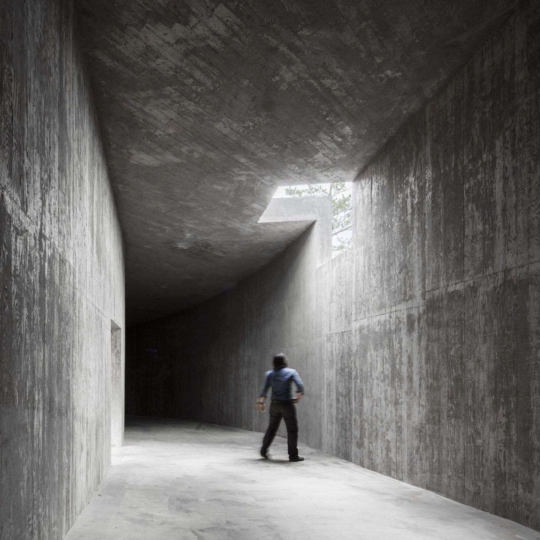 IGNANT-Architecture-Alvaro-Siza-Carlos-Castanheira-Art-Pavilion-Photographs-19