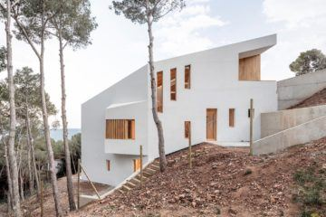 IGNANT-Architecture-5AM-Arquitectura-House-In-Tamariu-012