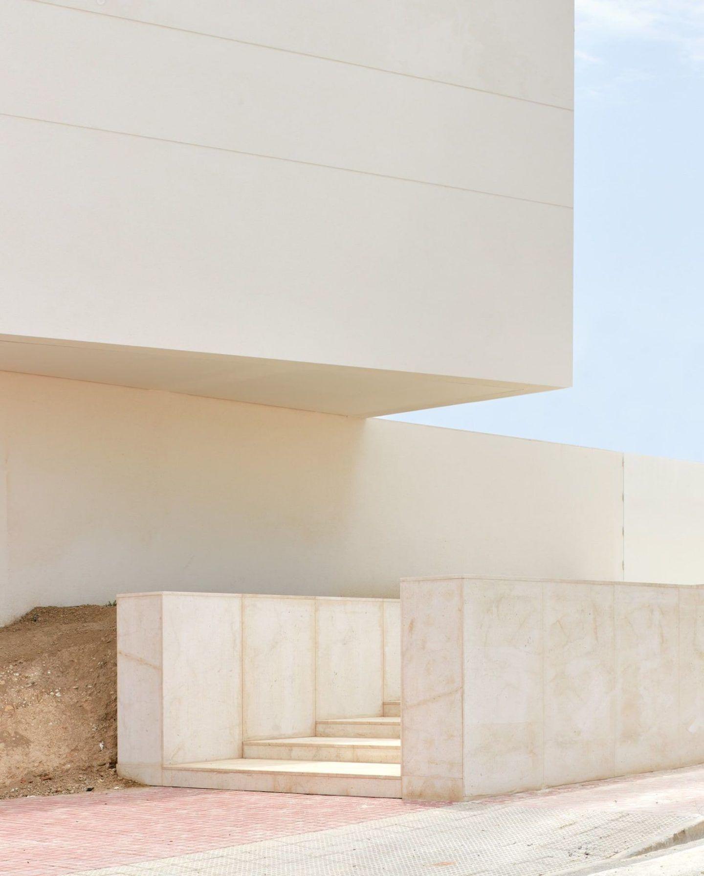 lGNANT-Architecture-Balzar-Arquitectos-Mirasal-002