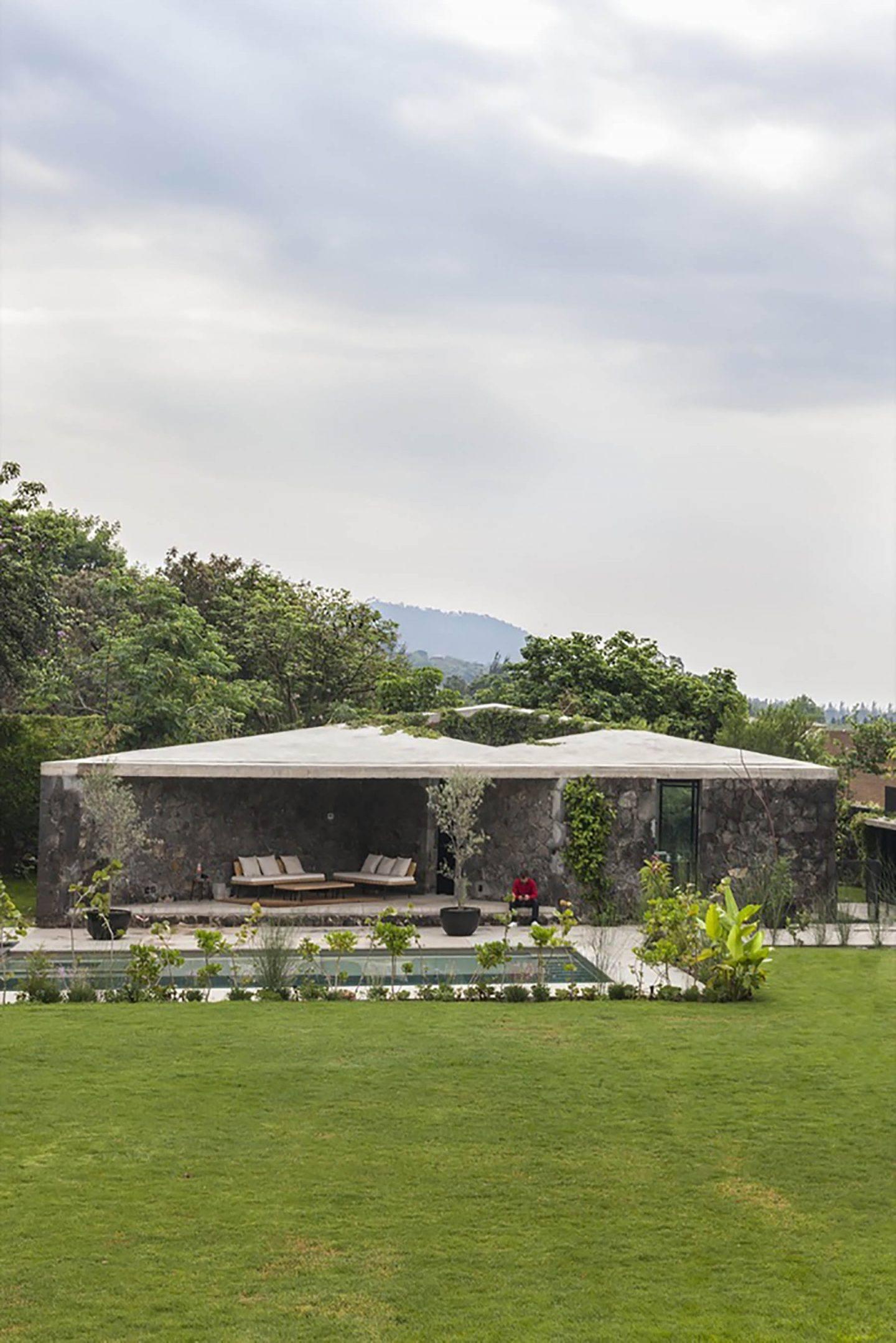 IGNANT-Architecture-Cadaval-Sola-Morales-Ma-Lounge-11