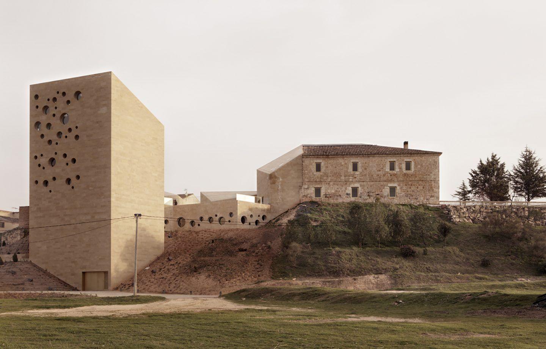 IGNANT-Architecture-Estudio-Barozzi-Veiga-Ribera-del-Duero-HQ-2