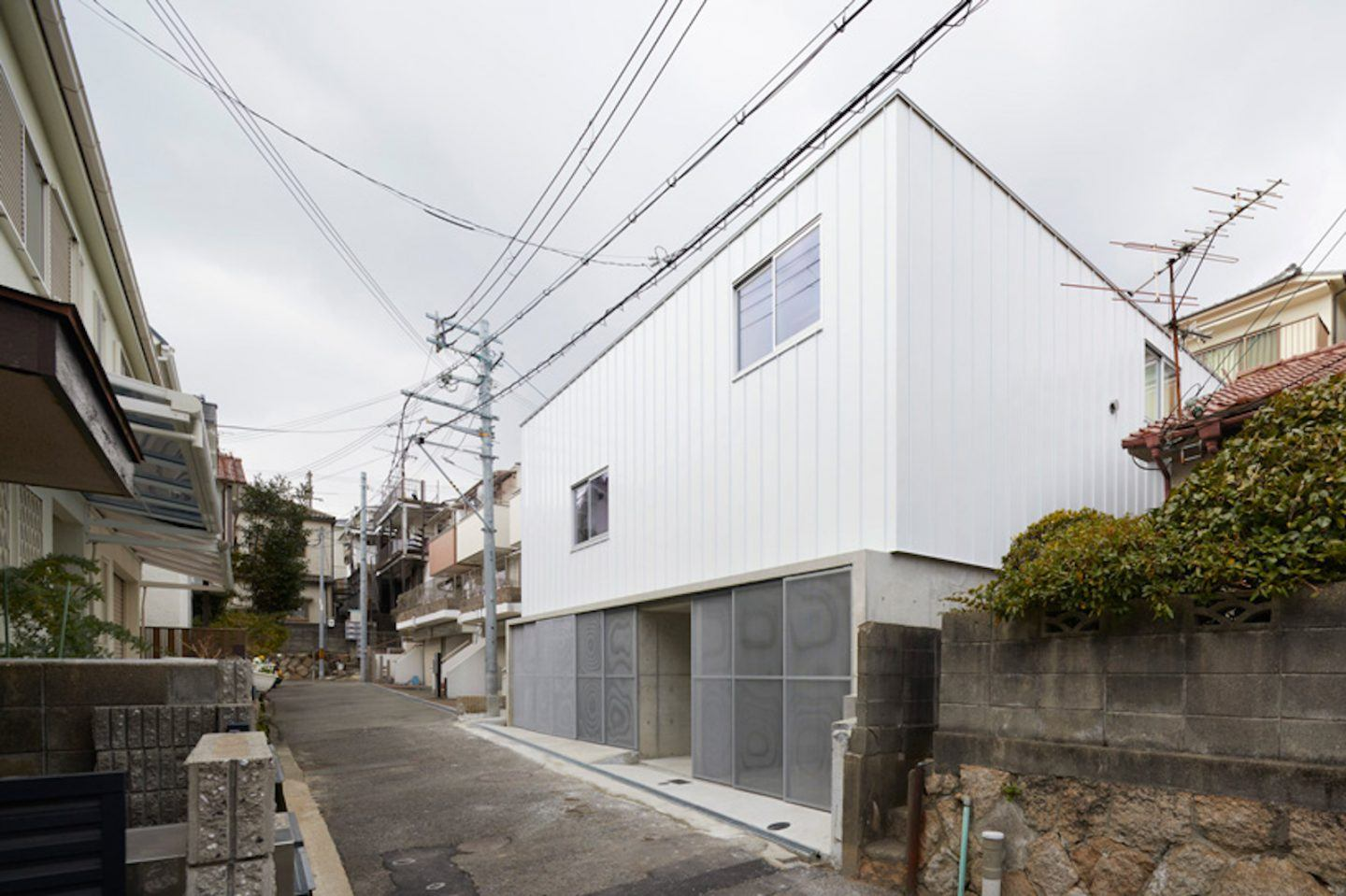 IGNANT-Architecture-Hata-Tomohiro-Loop-Terrace-house-002