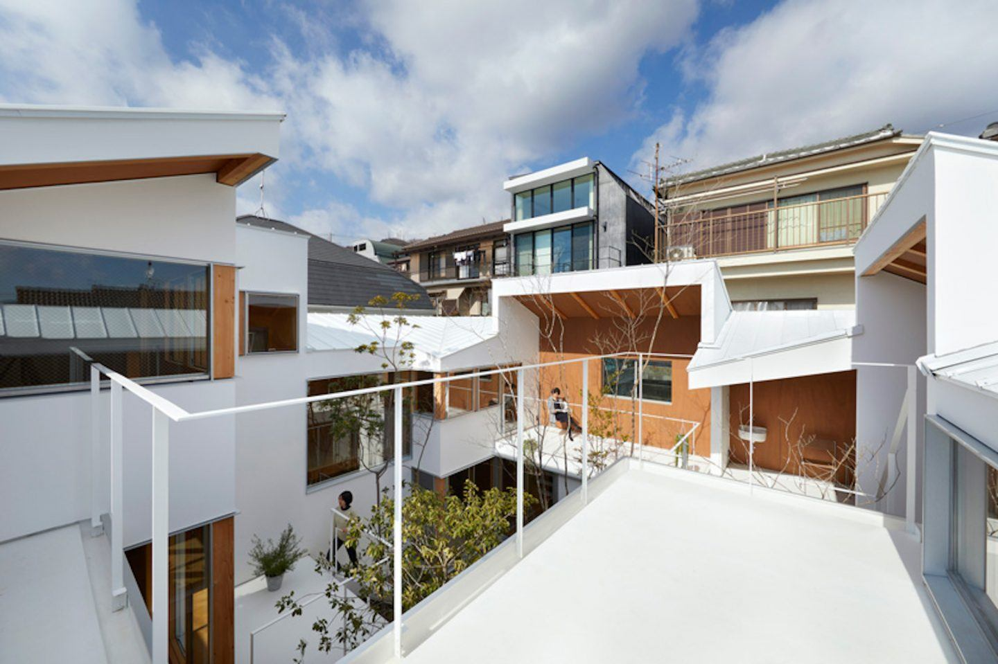 IGNANT-Architecture-Hata-Tomohiro-Loop-Terrace-house-006