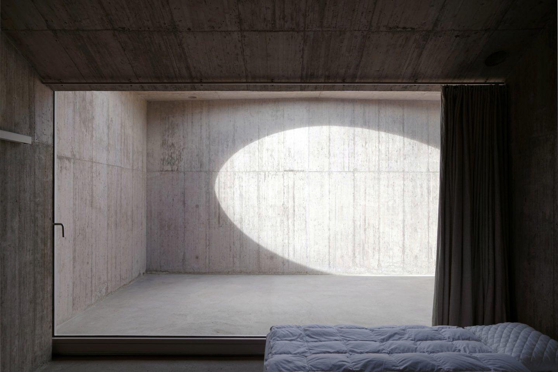 IGNANT-Architecture-Valerio-Olgiati-Villa-Alem-12