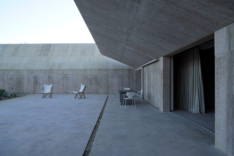 IGNANT-Architecture-Valerio-Olgiati-Villa-Alem-8