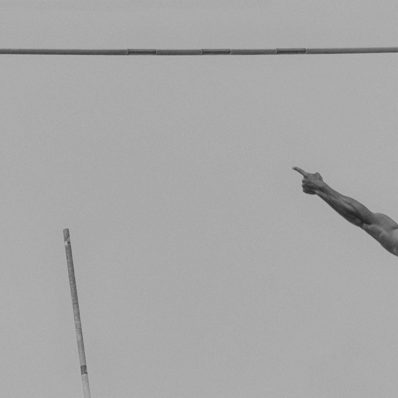 IGNANT-Photography-Klaus-Lenzen-Pole-Vault-1