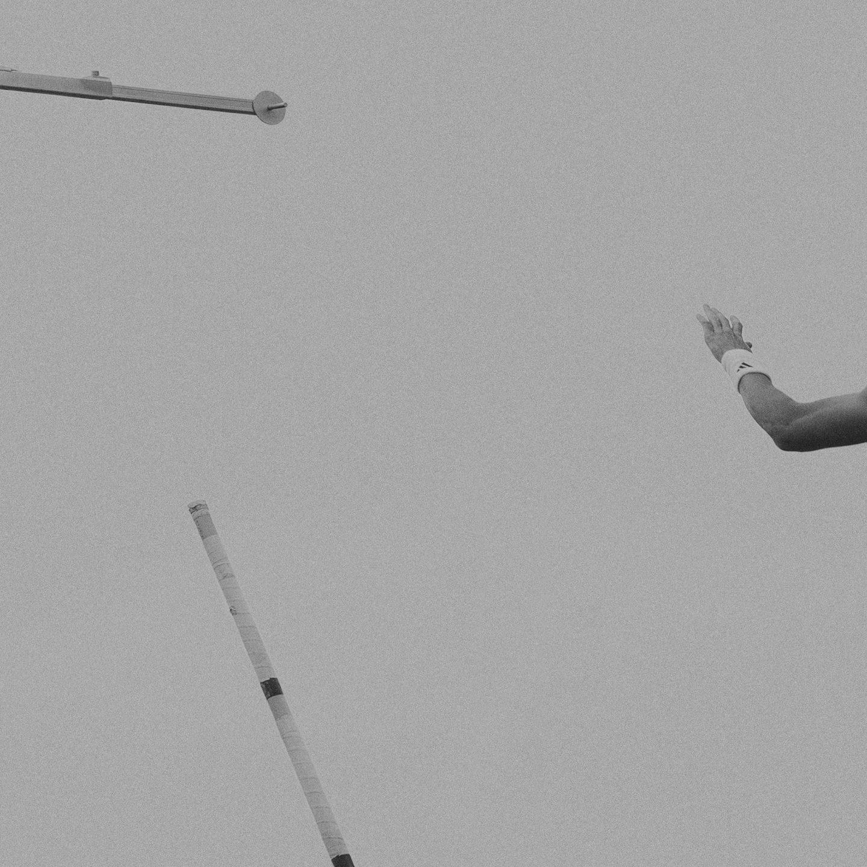 IGNANT-Photography-Klaus-Lenzen-Pole-Vault-6