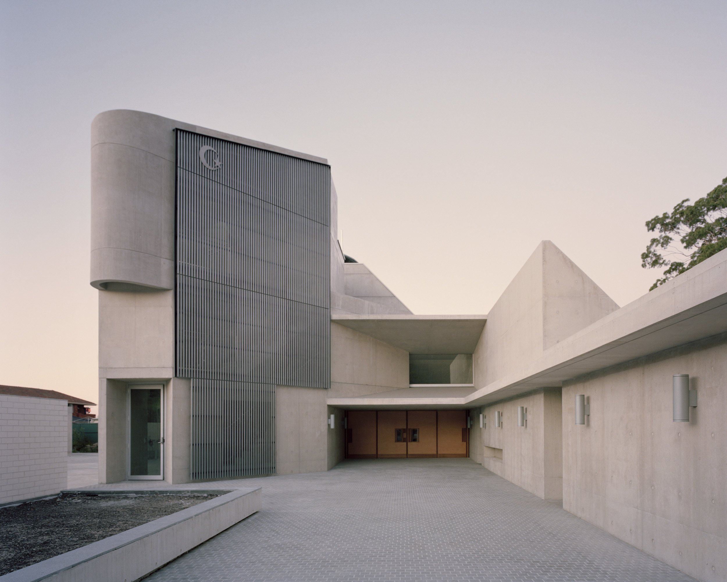 This modern concrete mosque in australia is an architectural