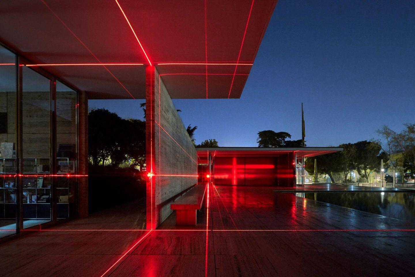 IGNANT-Art-Luftwerk-Iker-Gil-Geometry-Light-Barcelona-Pavilion-4