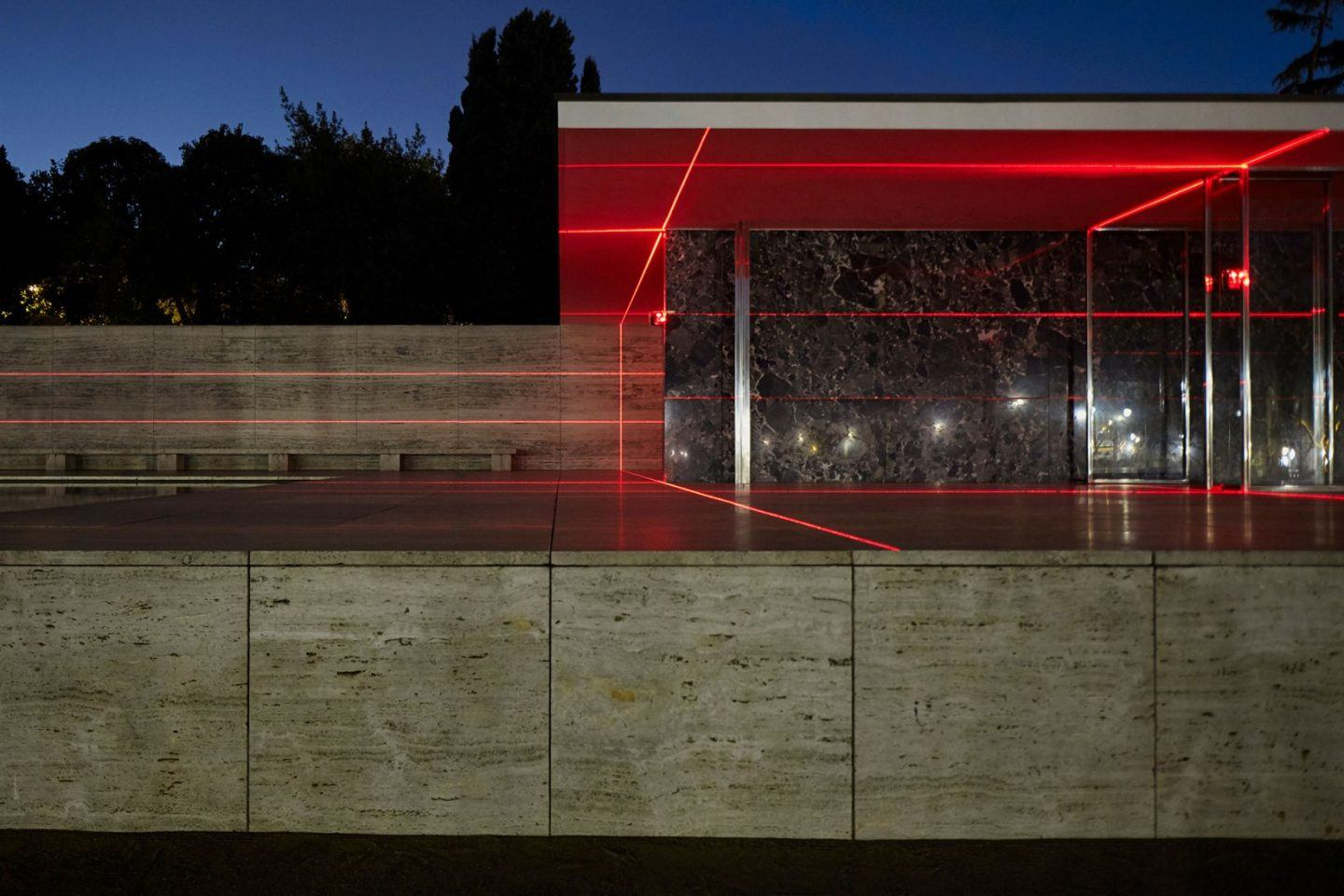 IGNANT-Art-Luftwerk-Iker-Gil-Geometry-Light-Barcelona-Pavilion-5
