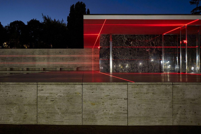 IGNANT-Art-Luftwerk-Iker-Gil-Geometry-Light-Barcelona-Pavilion-5