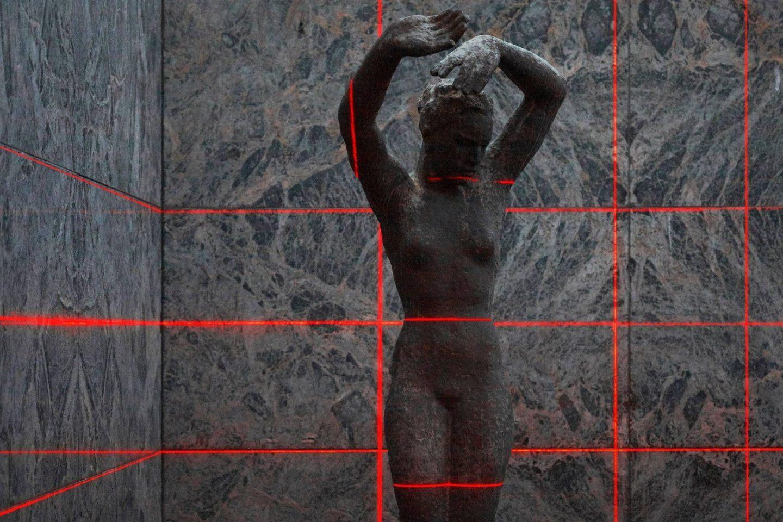 IGNANT-Art-Luftwerk-Iker-Gil-Geometry-Light-Barcelona-Pavilion-7