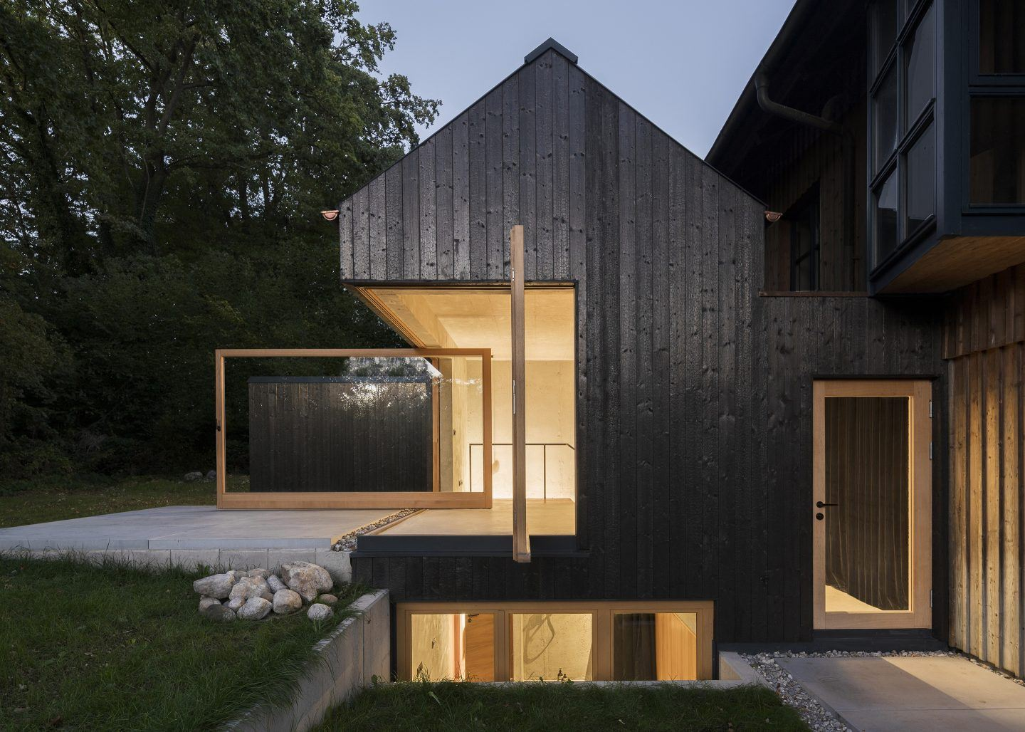 IGNANT-Architecture-Buero-Wagner-The-Black-House-001