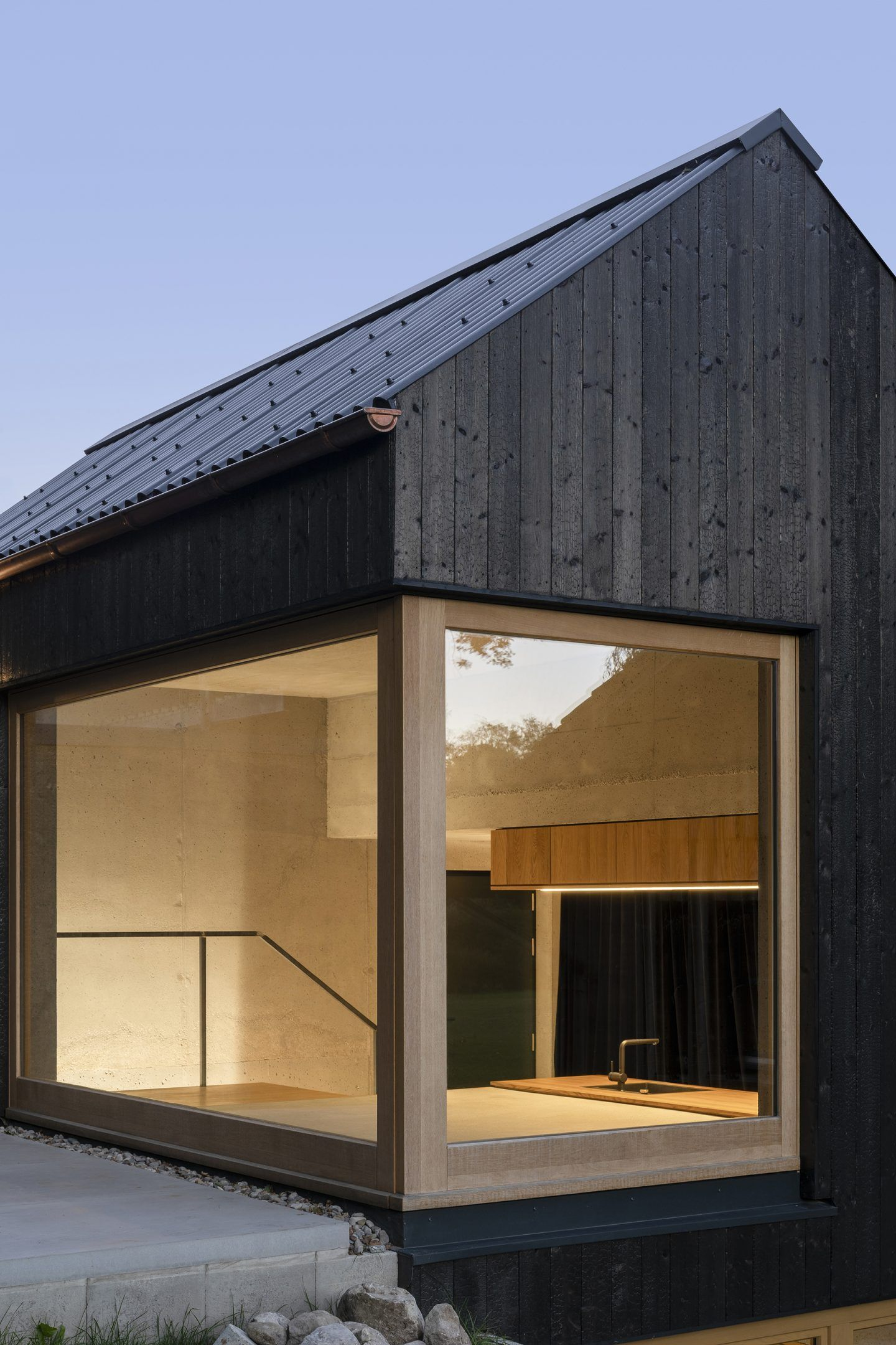 IGNANT-Architecture-Buero-Wagner-The-Black-House-003