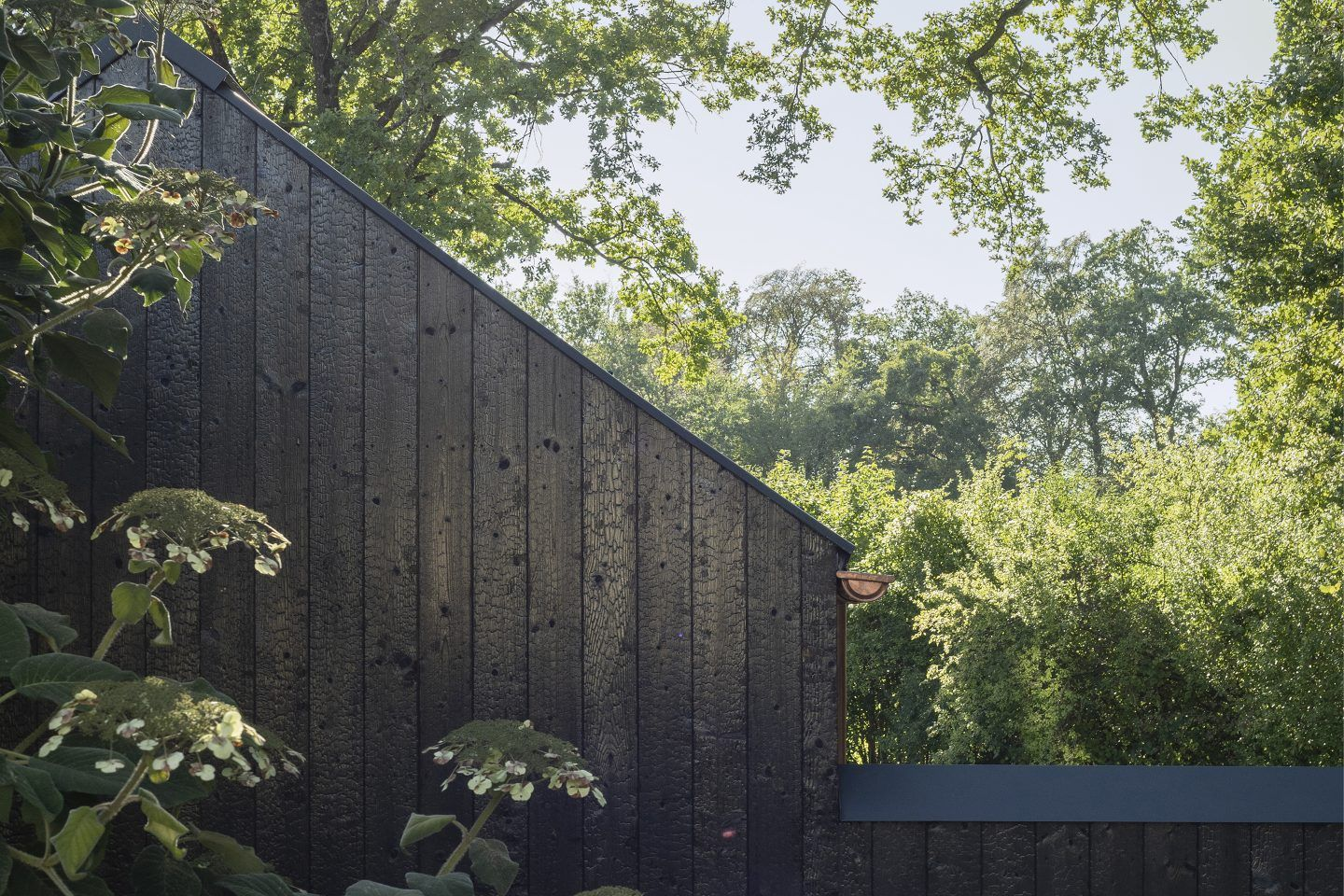 IGNANT-Architecture-Buero-Wagner-The-Black-House-011