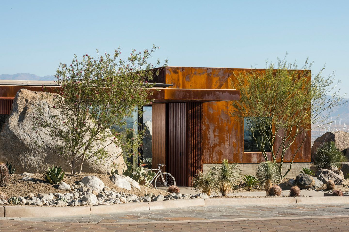 ignant-architecture-sean-lockyer-desert-palisades-004