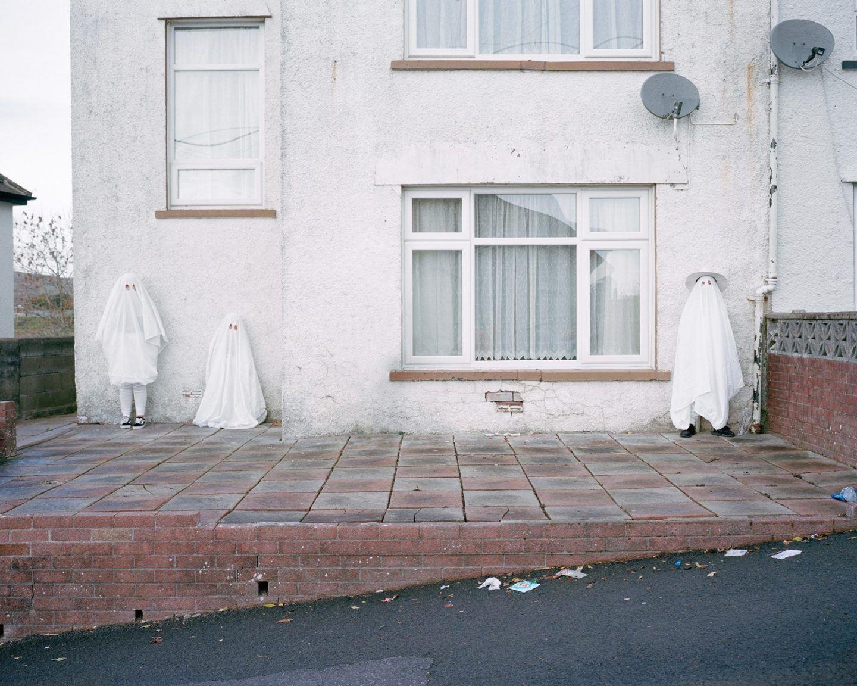IGNANT-Photography-Clémentine-Schneidermann-Charlotte-James-Its-Called-Ffawsiwn-009