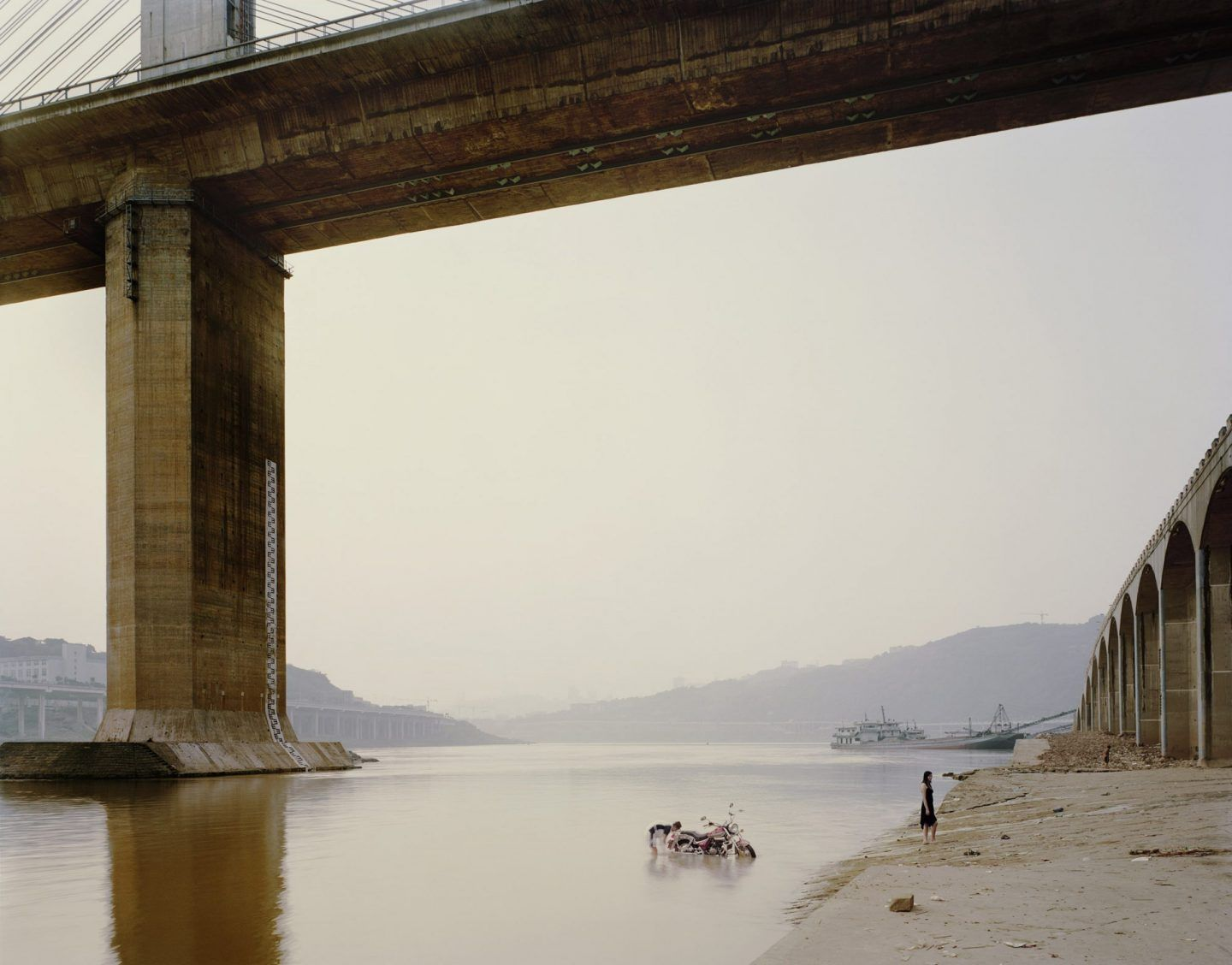 IGNANT-Photography-Nadav-Kander-Yangtze-The-Long-River-003