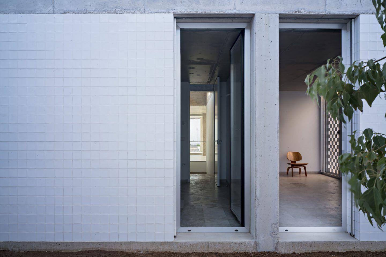 IGNANT-Architecture-Estudio-Jesus-Donaire-Casa-Entre-Tapiales-17