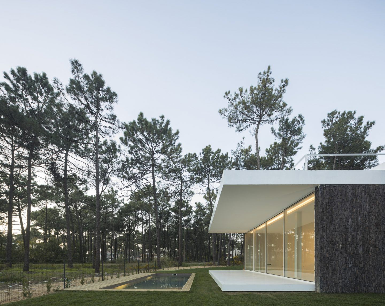 IGNANT-Architecture-Bica-Arquitectos-Herdade-da-Aroeira-House-009