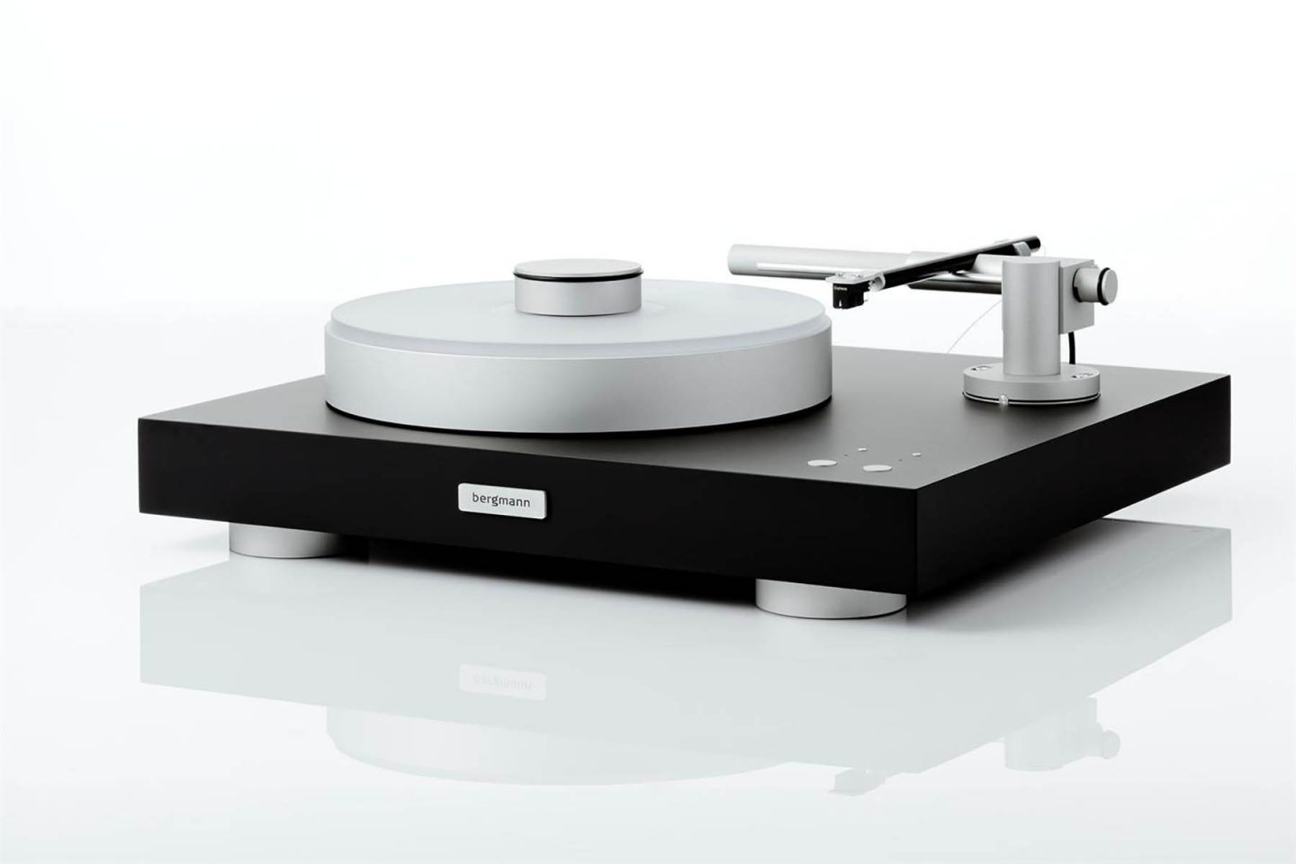 IGNANT-Design-Bergmann-Audio-Turntable-1