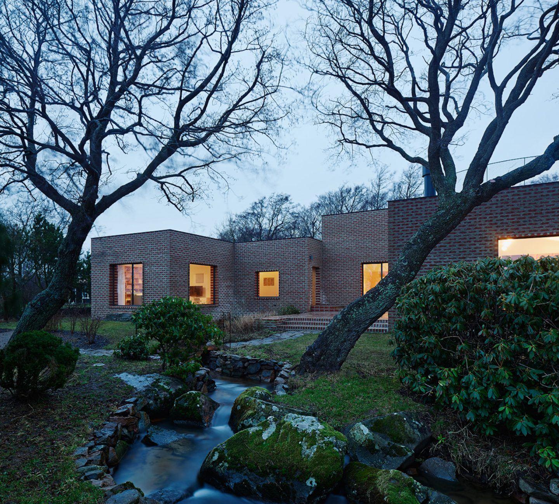 IGNANT-Architecture-Tham-Videgard-Arkitekter-Creek-House-11