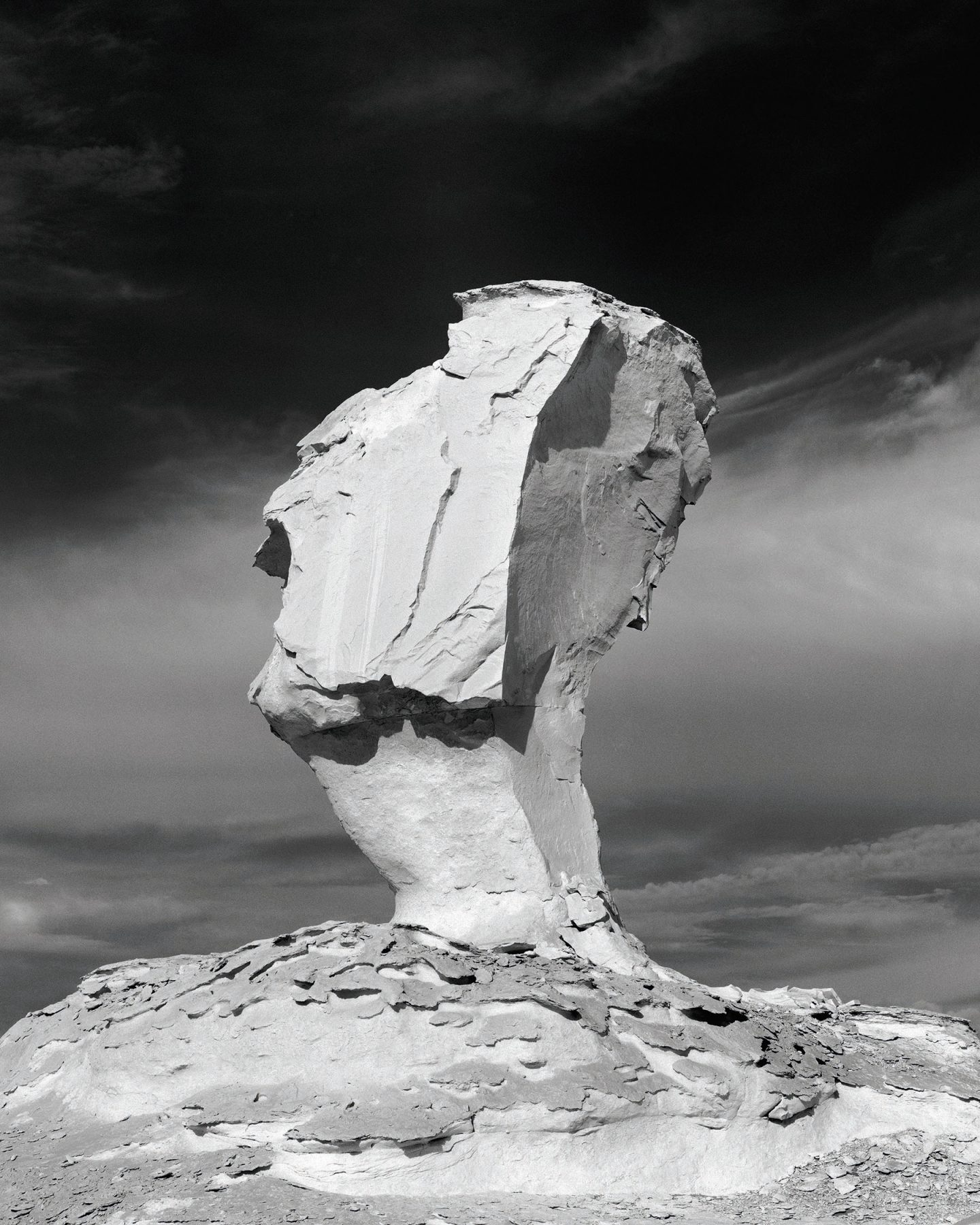 IGNANT-Photography-Darren-Harvey-Regan-The-Erratics-2.1