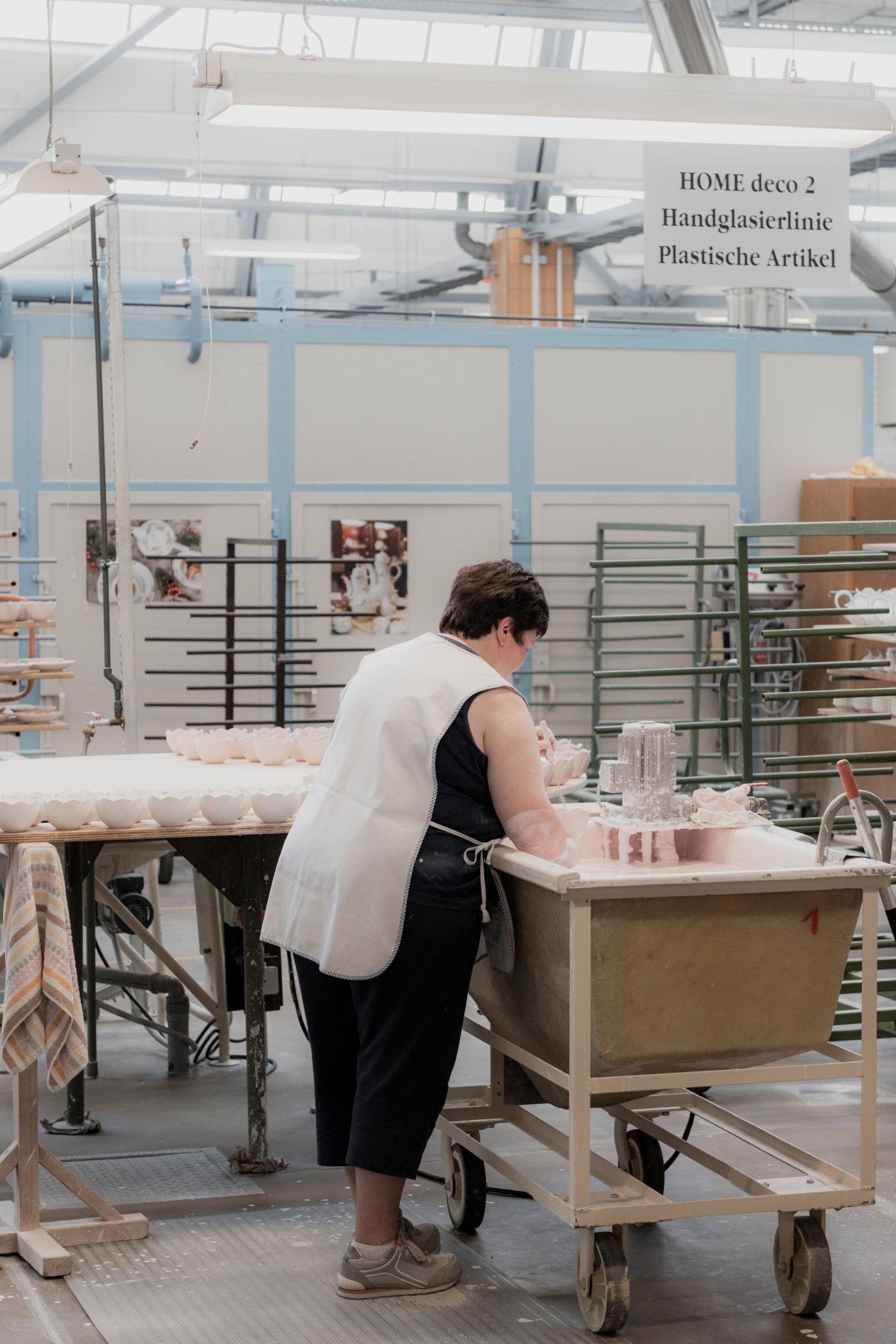 ignant-hugo-boss-meissen-factory-visit-franz-gruenewald-11