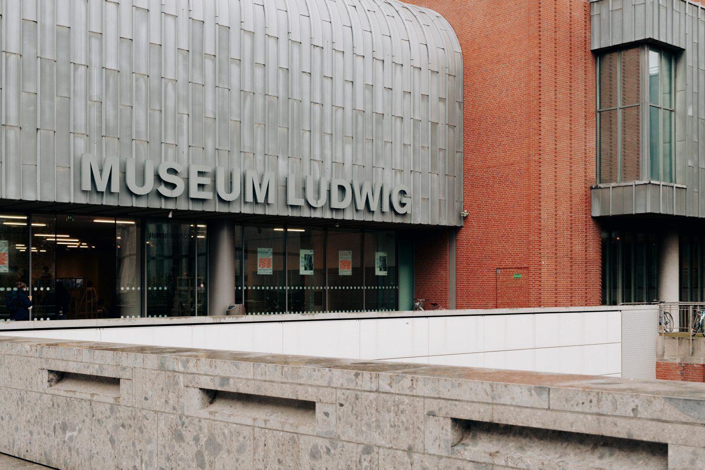 ignant-design-thomas-pirot-wade-guyton-museum-ludwig-1