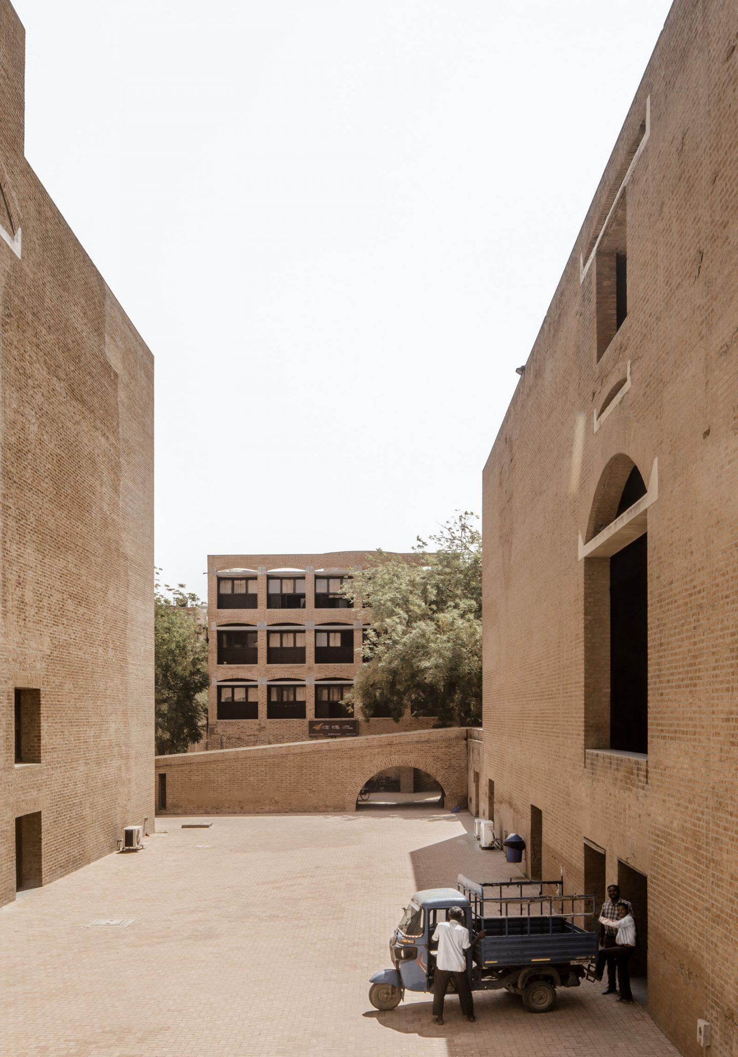 IGNANT-Photography-Louis-Kahn-Jeroen-Verrecht-Indian-Institute-Management-Ahmedabad-010