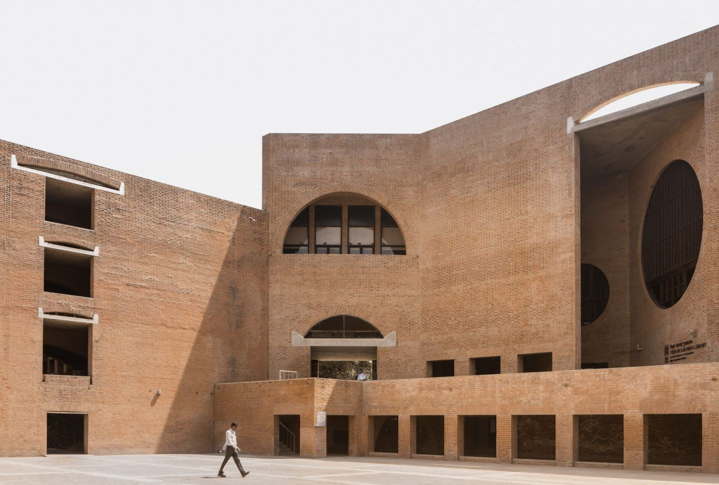 IGNANT-Photography-Louis-Kahn-Jeroen-Verrecht-Indian-Institute-Management-Ahmedabad-012