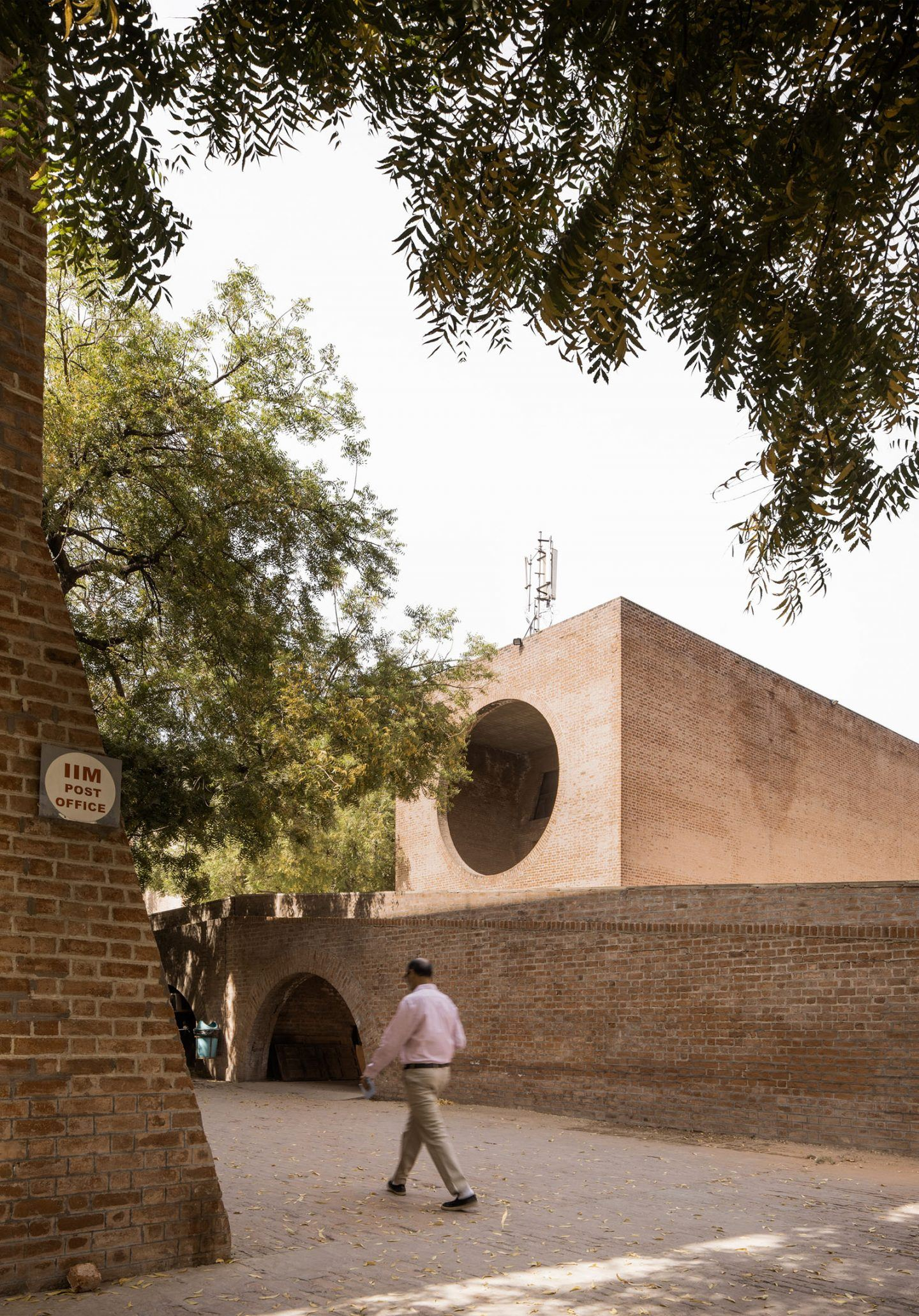 IGNANT-Photography-Louis-Kahn-Jeroen-Verrecht-Indian-Institute-Management-Ahmedabad-03