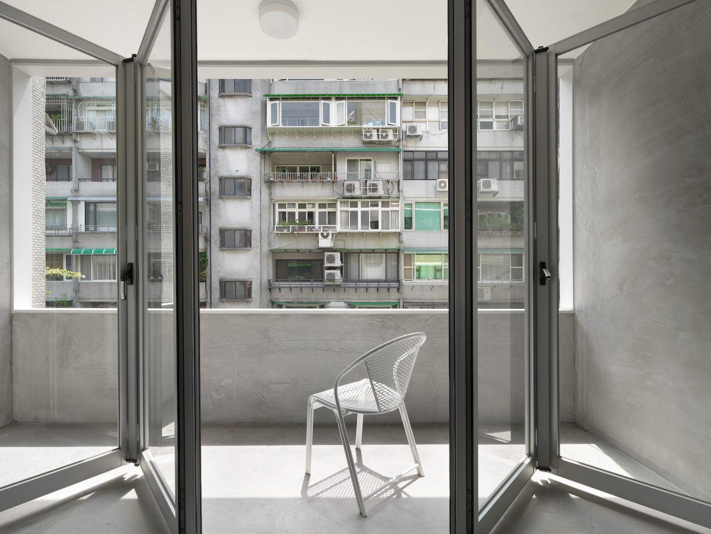 IGNANT-Design-Two-Books-Design-Changs-Apartment-04