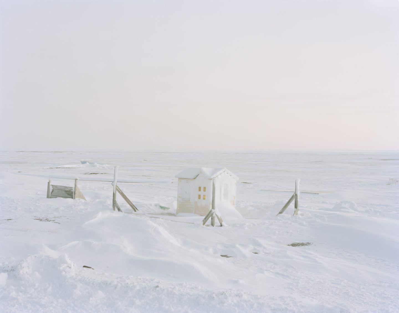 IGNANT-Photography-Eirik-Johnson-Barrow-Cabins-04