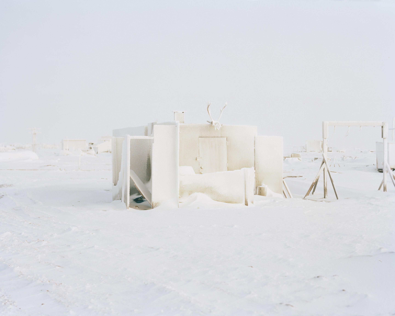 IGNANT-Photography-Eirik-Johnson-Barrow-Cabins-08