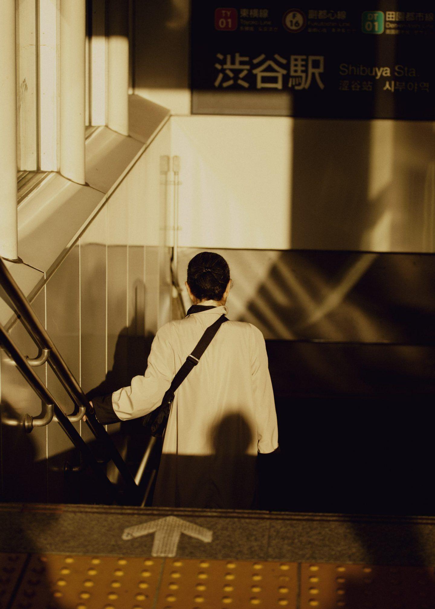 IGNANT-Photography-Max-Zarrahn-Snake-Legs-02