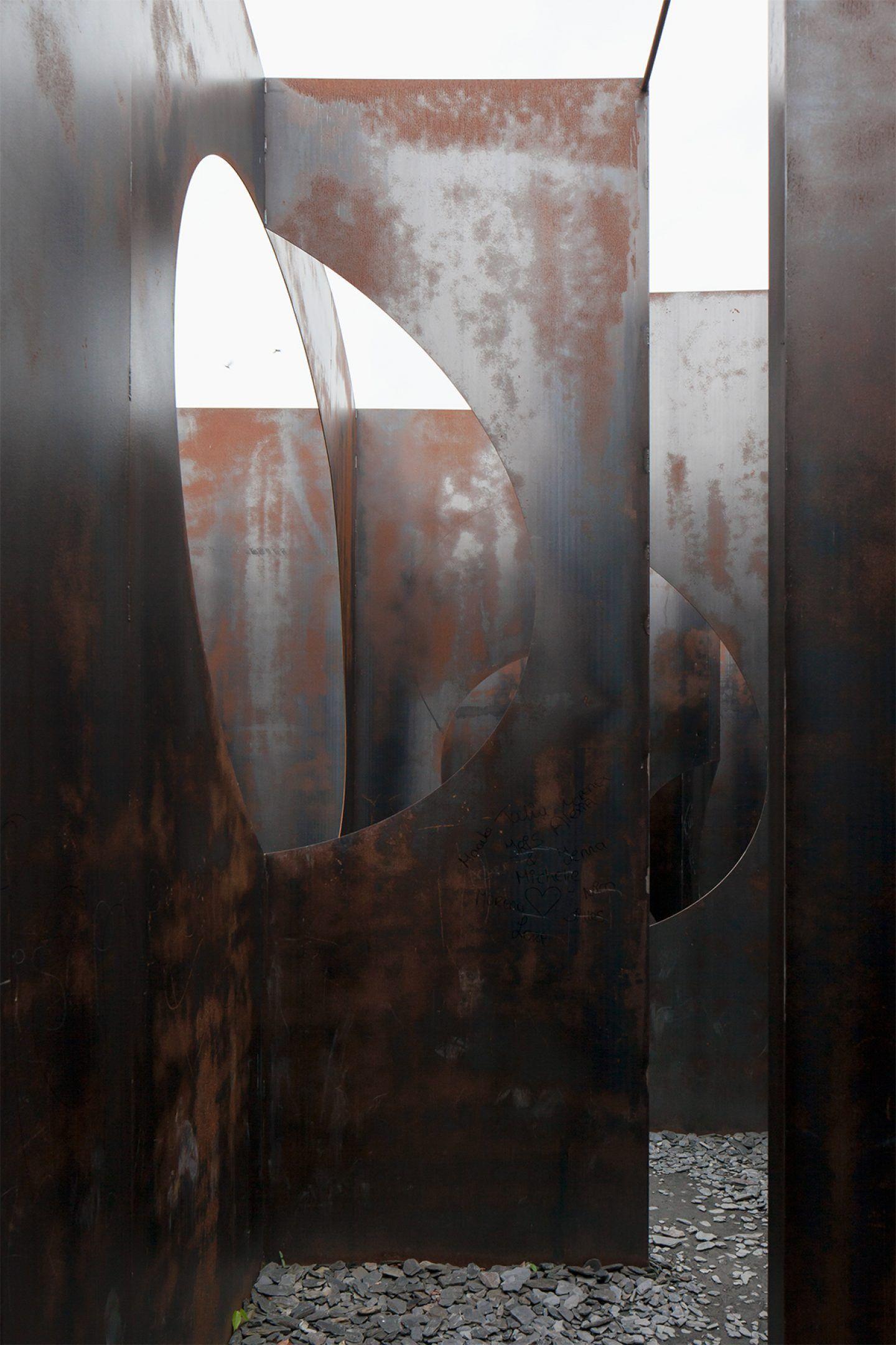 IGNANT-Architecture- Gijs-Van-Vaerenbergh-Labyrinth-Johnny-Umans-09