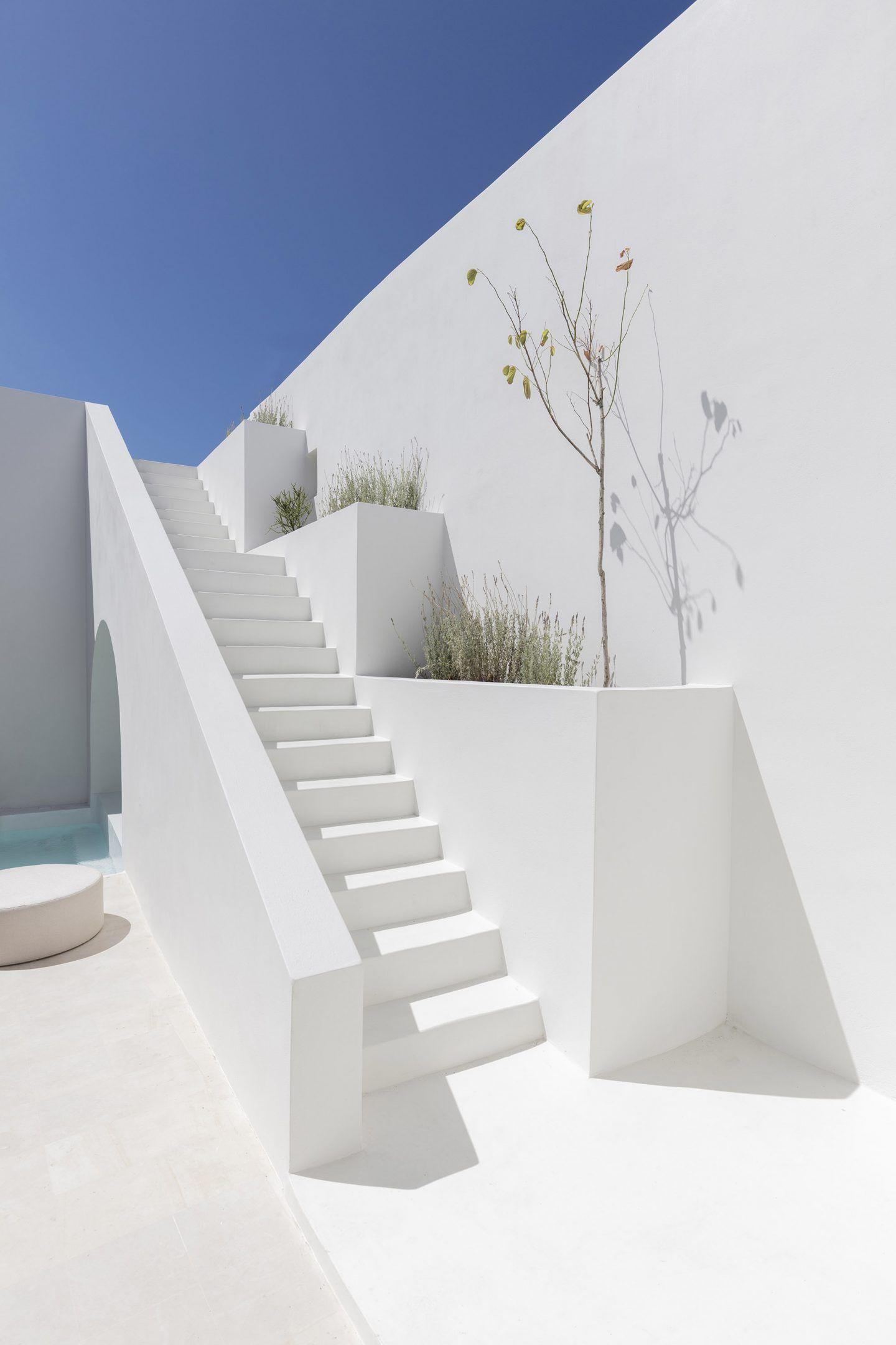 IGNANT-Architecture-Kapsimali-Fira-01