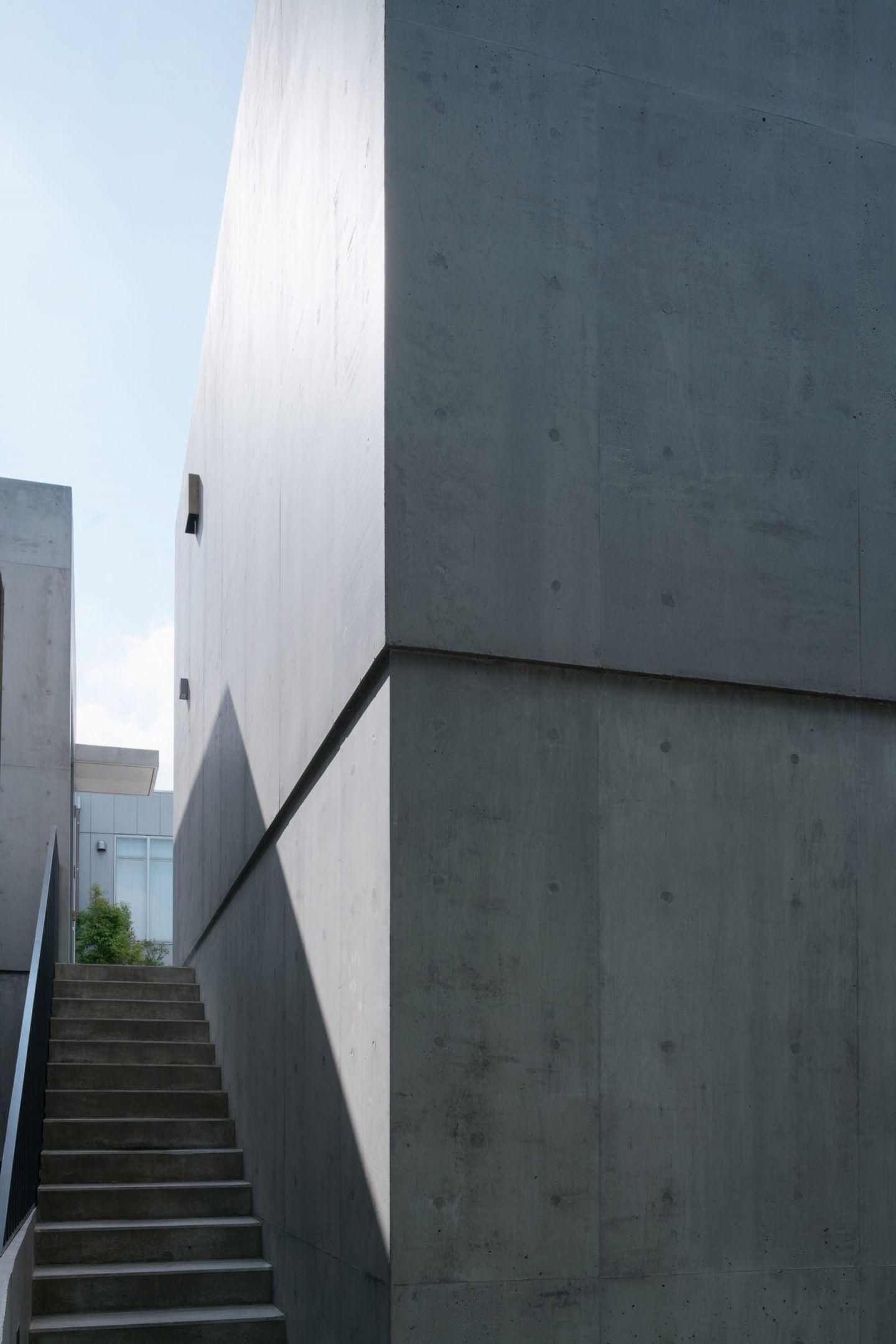 IGNANT-Travel-Nobuo-Araki-The-Mass-07