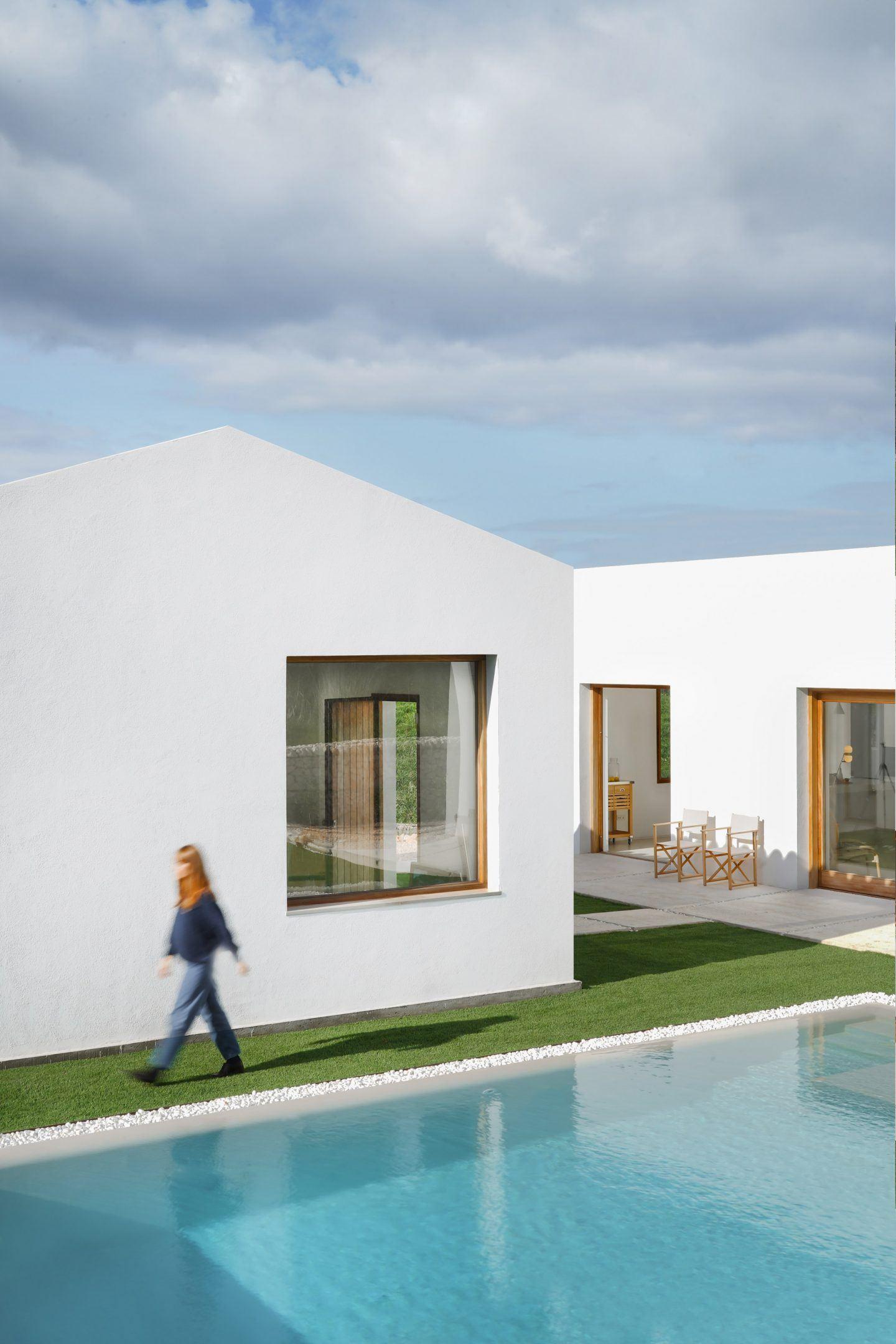 IGNANT-Architecture-Marina-Senabre-Menorca-House-02