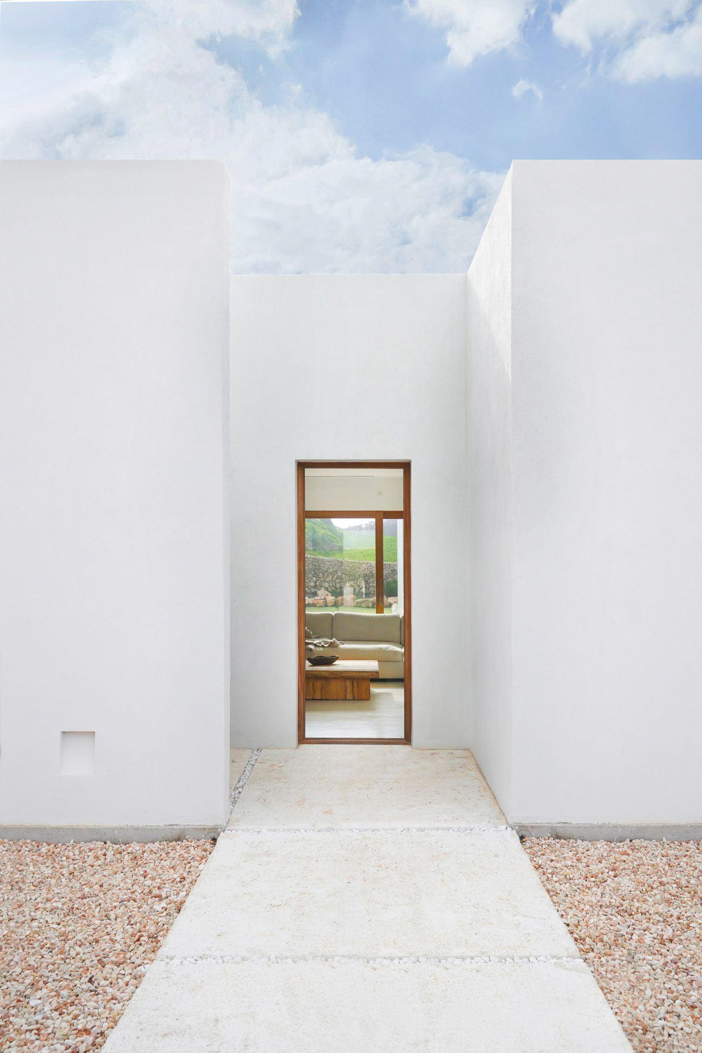 IGNANT-Architecture-Marina-Senabre-Menorca-House-03