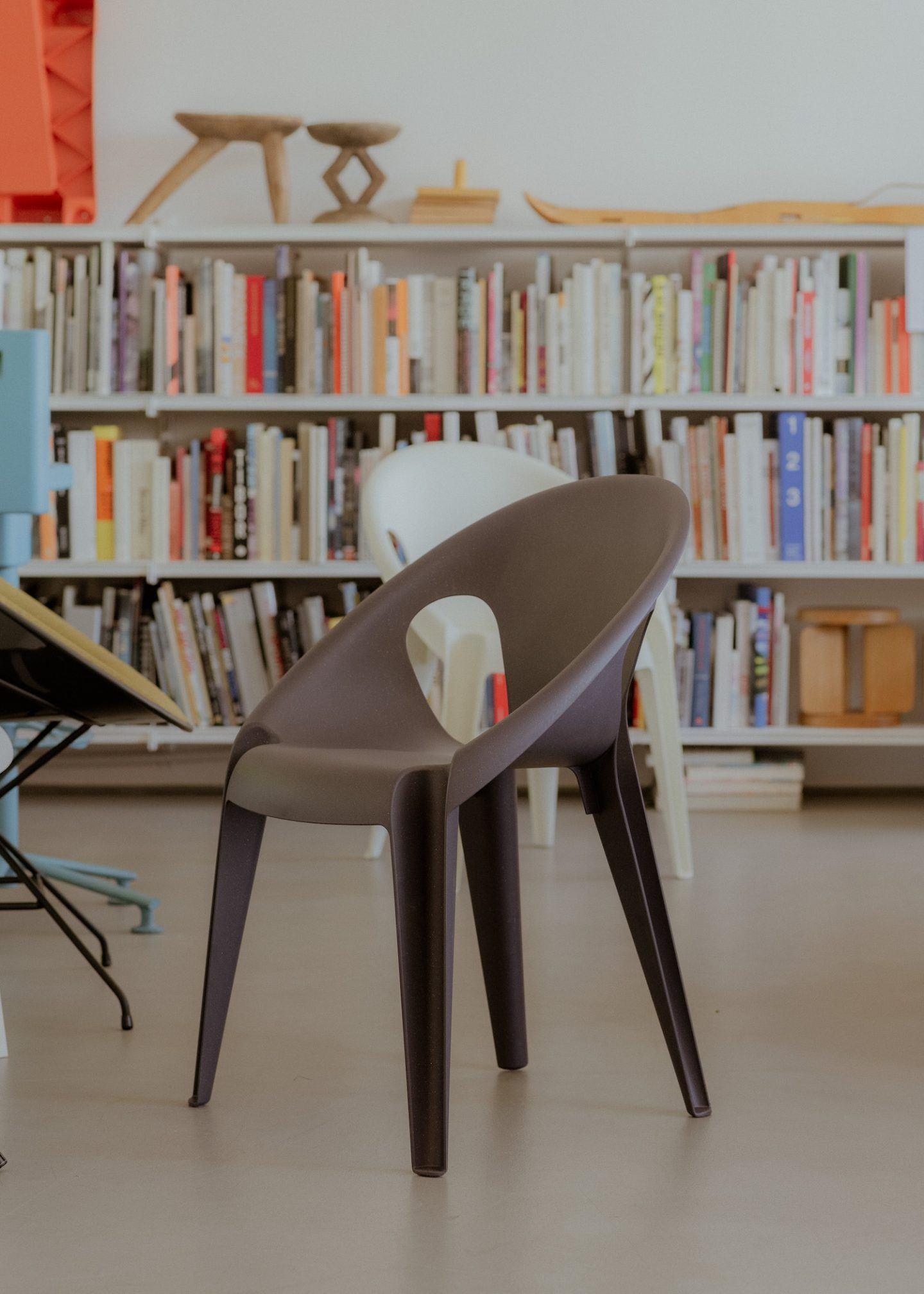 IGNANT-konstantin-grcic-magis-bell-chair-011