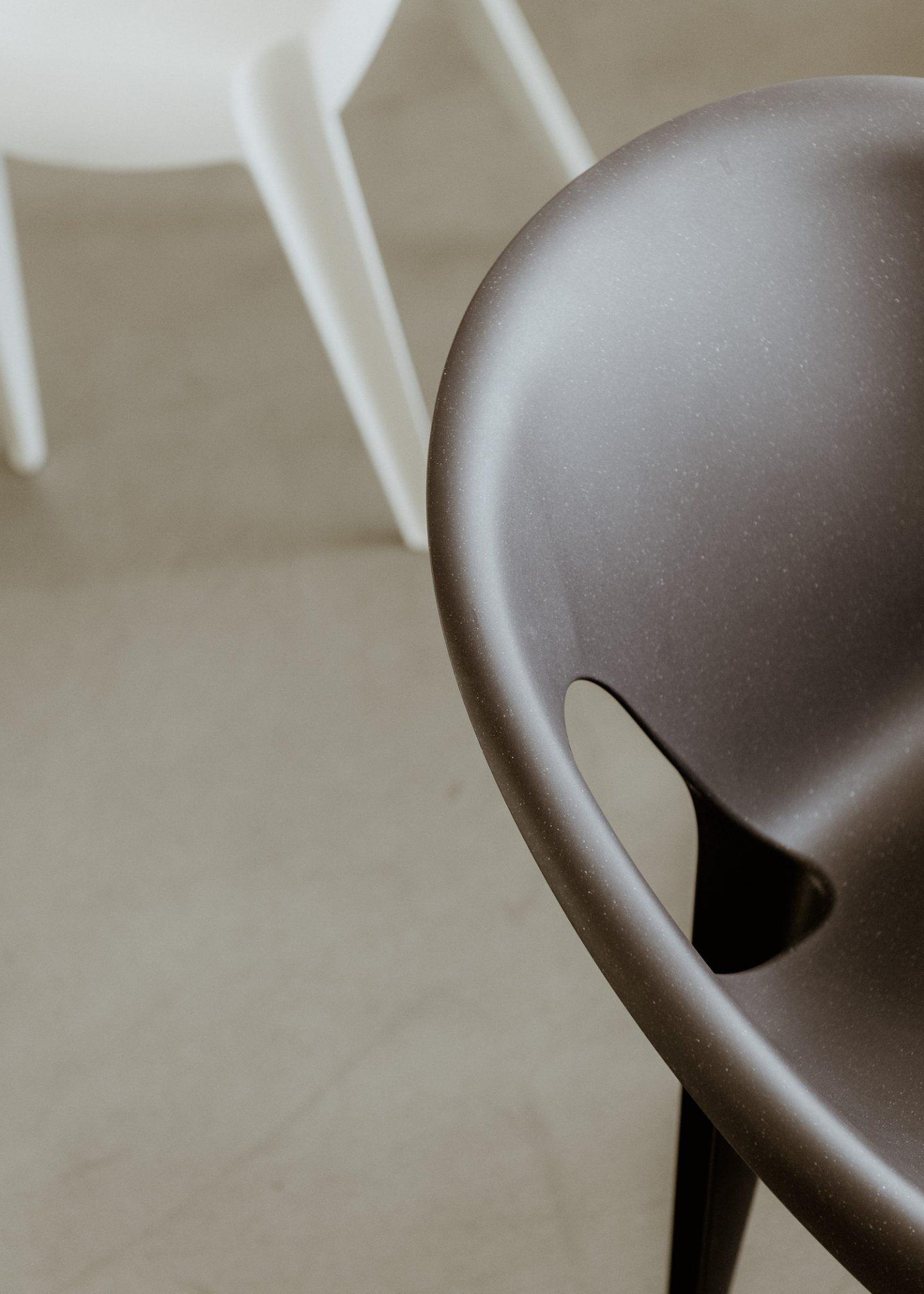 IGNANT-konstantin-grcic-magis-bell-chair-012