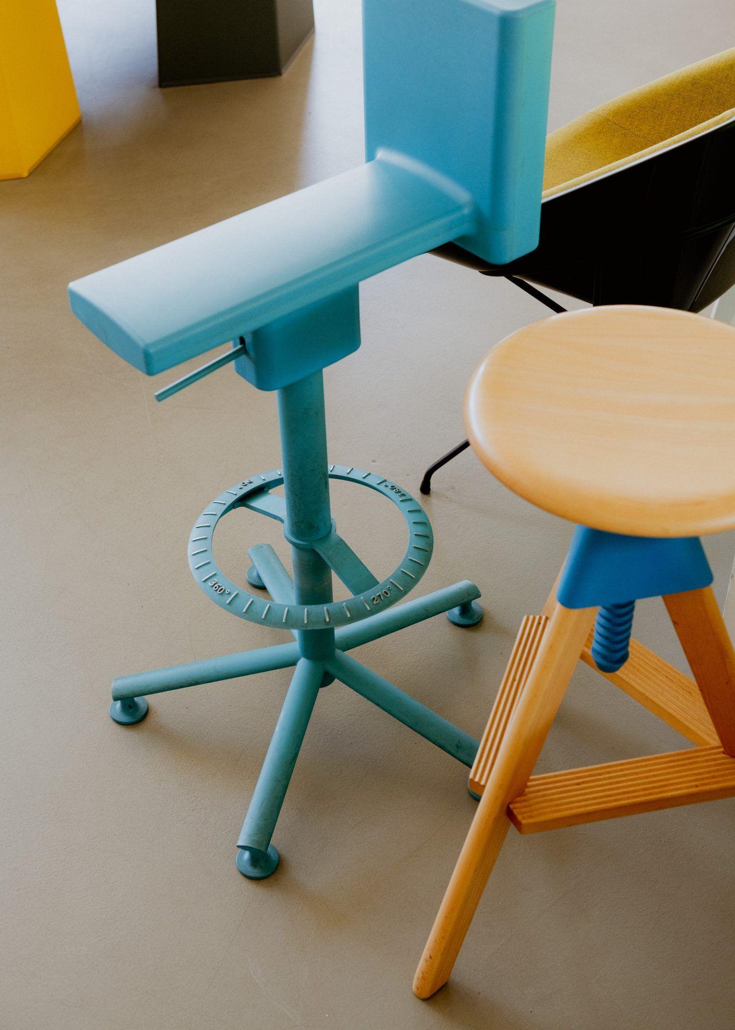 IGNANT-konstantin-grcic-magis-bell-chair-017