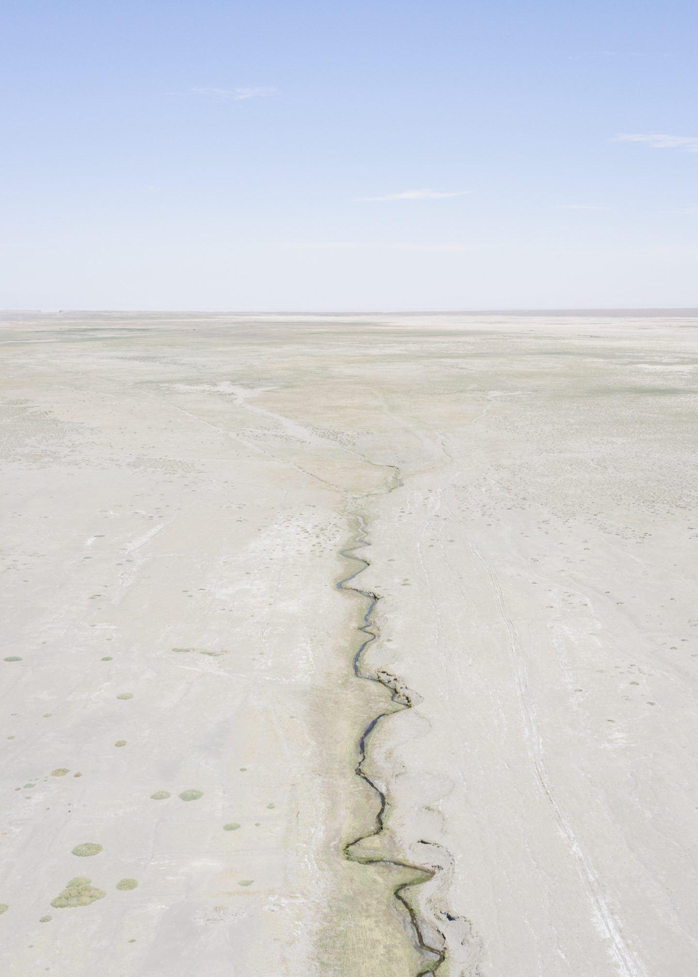 IGNANT-Photography-Marco-Szegers-Water-Mining-Exodus-02