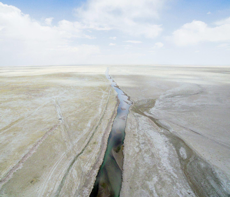 IGNANT-Photography-Marco-Szegers-Water-Mining-Exodus-021