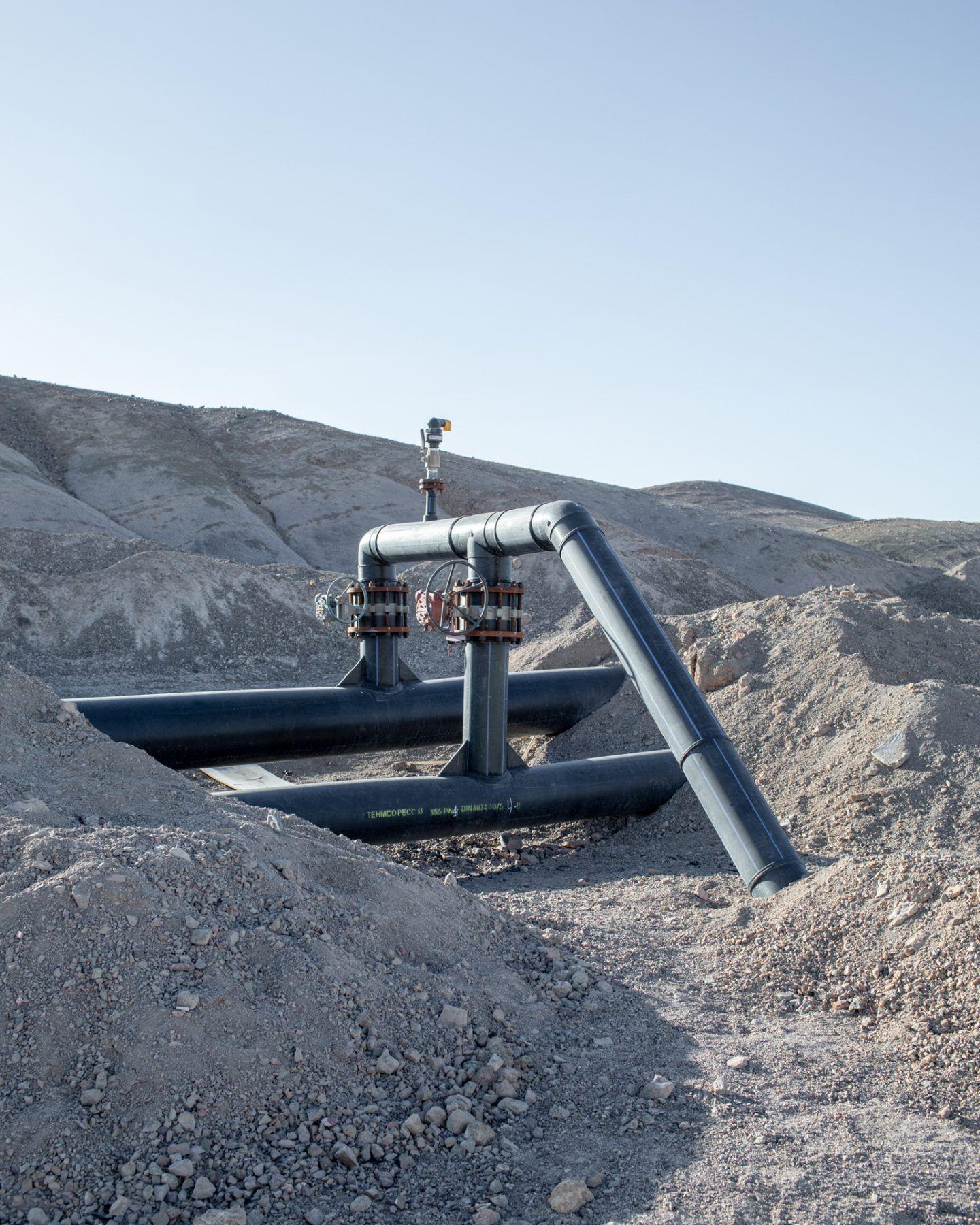 IGNANT-Photography-Marco-Szegers-Water-Mining-Exodus-04